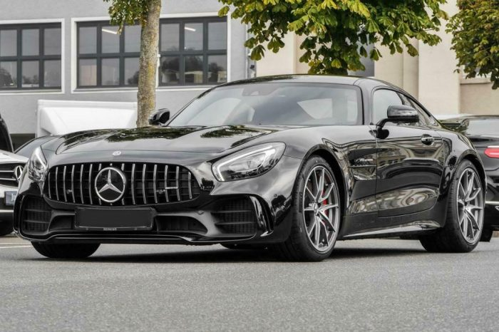 Alquilar Mercedes AMG GTR